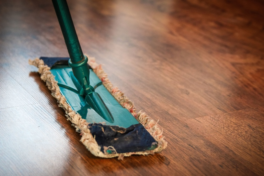 How to Thoroughly Clean Your Living Room