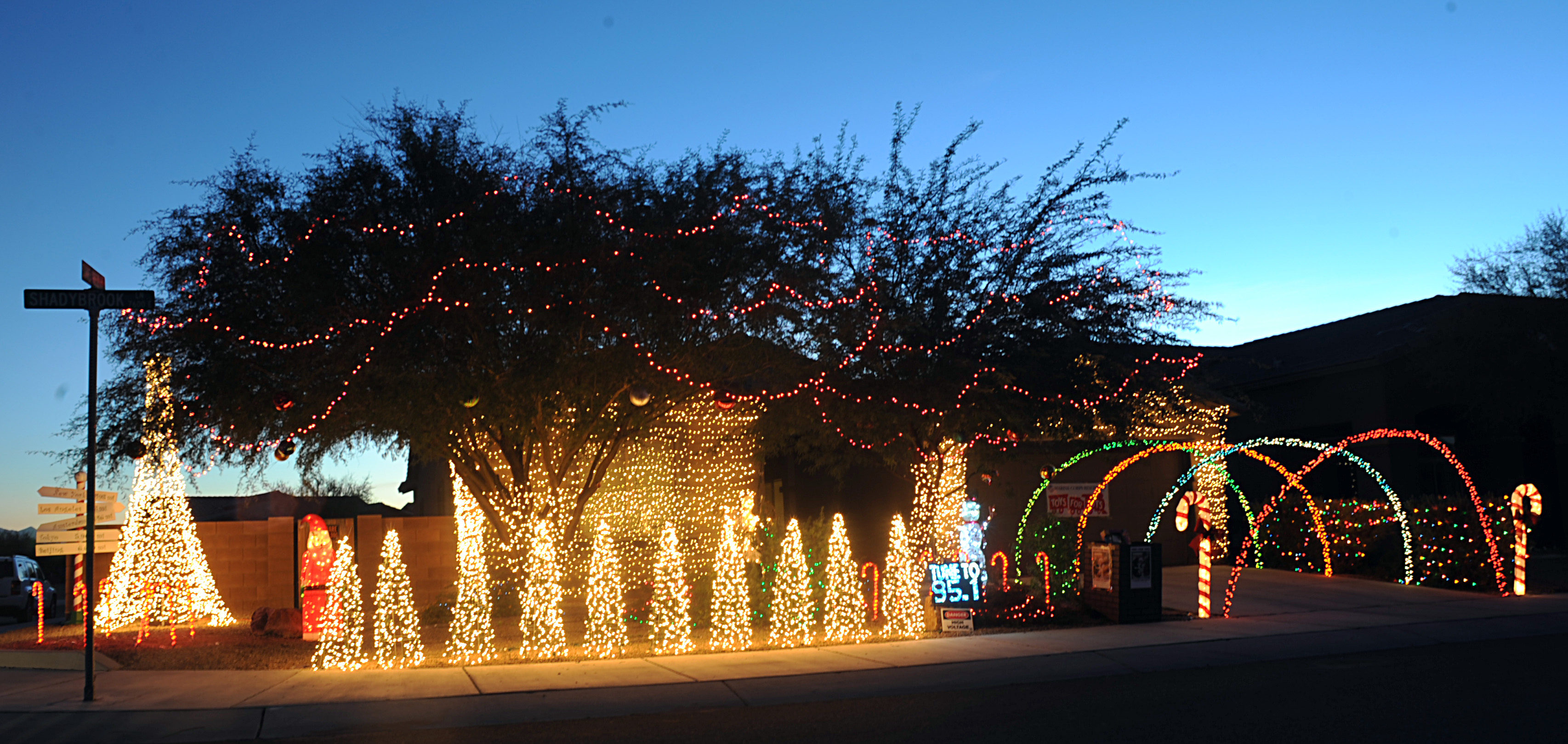Ways to Decorate with Outdoor Christmas Lights
