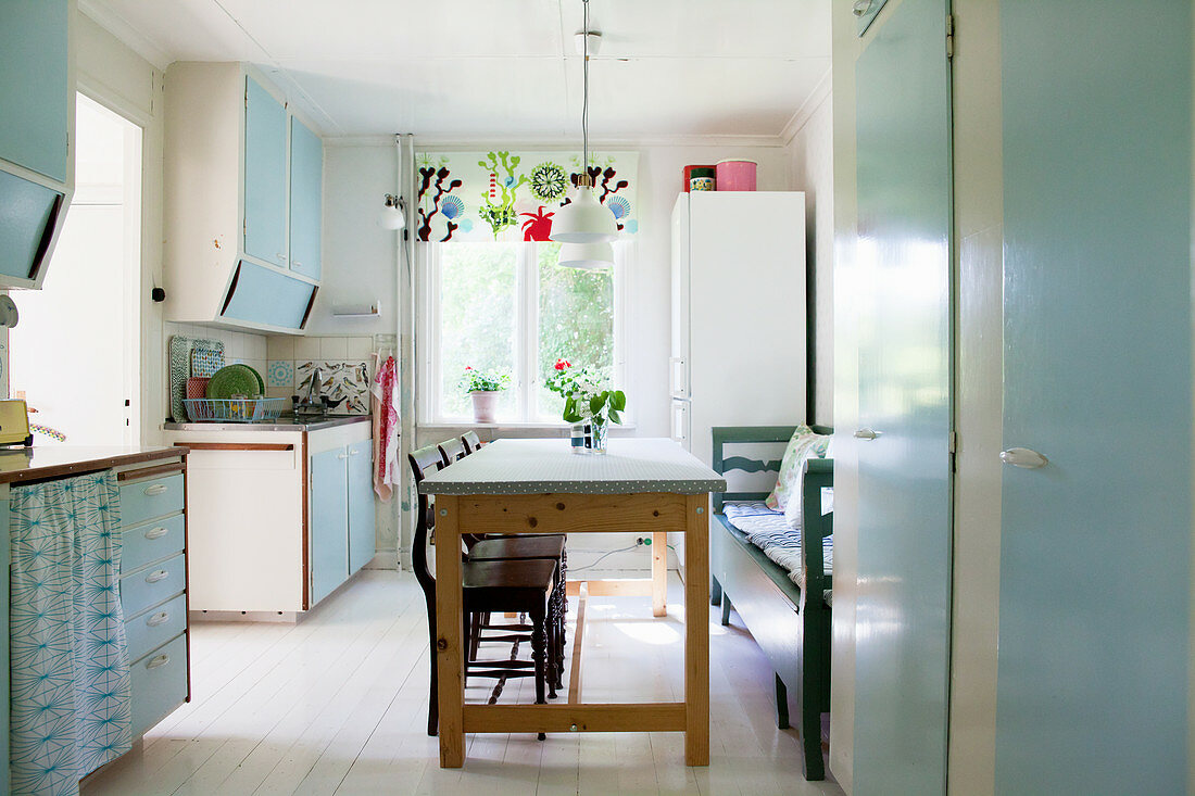 The Slinky Era: Bring the 1940s Look to Your Kitchen Décor